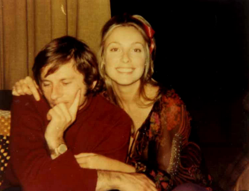 sharon tate and roman polanski at home,sharon tate and roman polanski at cielo drive, polanski and tate, familia manson, manson family, manson family murder, jay sebring, polanski and tate, Roman polanski and sharon tate, roman polanski y sharon tate, eye of the devil, barbara lass, gerard brach, william garretson, steve parent, rambler, steve parent rambler, cielo drive, Linda Kasabian,Patricia krenwinkle, text watson, susan atkins, Helter Skelter, El tornillo de Klaus, blog de cine, Peliculas, charles manson, Sharon Tate, Roman Polanski, film blog, blog, Alicia Victoria Palacios Thomas, Pablo Cristobal, Miguel Cristobal Olmedo, revista de cine, revista digital de cine