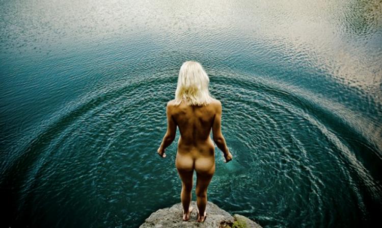 women-in-the-lake