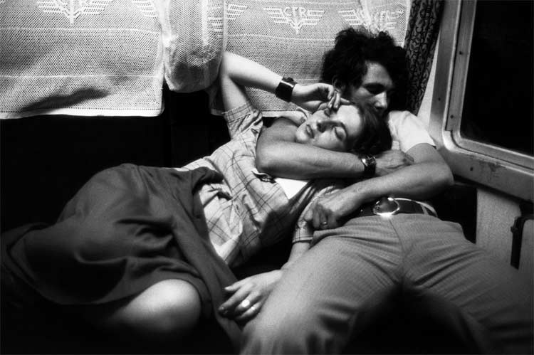 eltornillodeklaus-henri-cartier-bresson-on-the-train