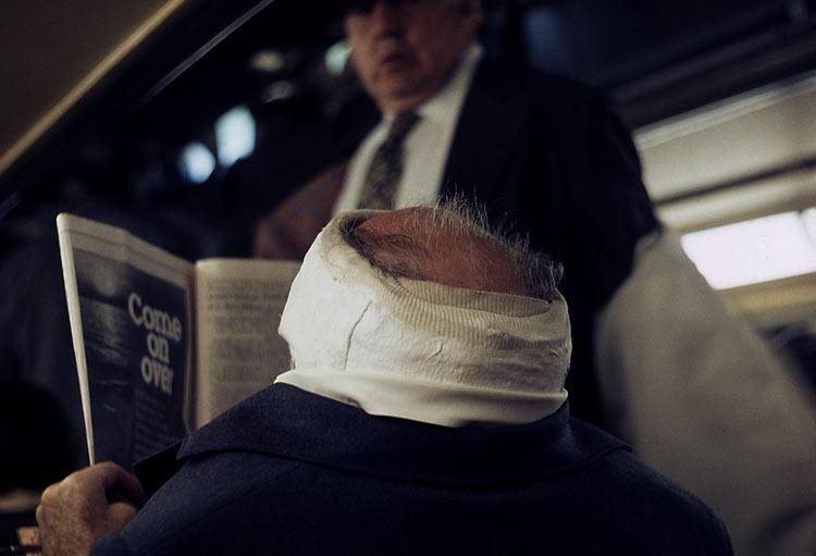eltornillodeklaus-vivian-maier-man-reads-newspaper