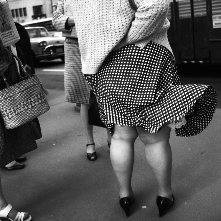 eltornillodeklaus-vivian-maier-woman-legs
