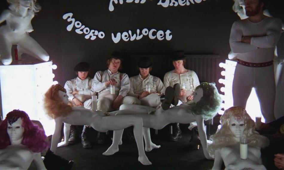 milk bar, la naranja mecanica online, la naranja mecanica pelicula completa, la naranja mecanica psicologia, la naranja mecanica sinopsis, la naranja mecanica trailer, la naranja mecanica ver online, la naranja mecanica disfraz, la naranja mecanica online castellano, stanley kubrick biografia, stanley kubrick luna, stanley kubrick filmografia completa, peliculas de stanley kubrick, korova milk bar, La naranja mecánica, clock work orange, Stanley Kubrick, Javier Urrutia, Alicia Victoria Palacios Thomas, Pablo Cristóbal, revista de cine, crítica de cine, películas, recomendaciones cine, que ver, cine culto