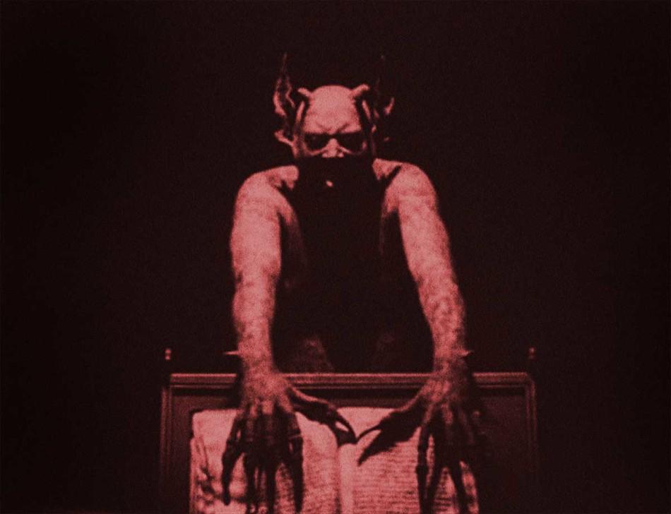haxan, haxan demon, haxan christensen, bejamin christensen films, bejamin christensen demonio de haxan, neon demon triangle, neon demon triángulo, neon demon trailer, the neon demon reparto, the neon demon pelicula, the neon demon sinopsis, the neon demon estreno españa, the neon demon online, neon demon crítica, neon demon review, neon demon gigi, demonio neon, demonio neón pelicula, the neon demon trailer, nicolas winding refn the neon demon, nicolas winding refn películas, drive nicolas winding refn, NWR, Karl Glusman Nicolas Winding Refn Gaspar Noé, Benoît Debie Nicolas Winding Refn, aspar Noé, Natasha Braier Nicolas Winding Refn Gaspar Noé, Cliff Martínez Nicolas Winding Refn Gaspar Noé,